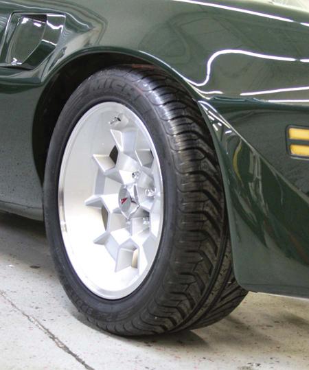 17″ Honeycomb Cast Aluminum Wheels : Drivin' It Home